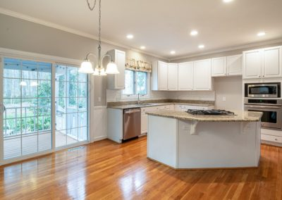 white-and-brown-kitchen-counter-3935350